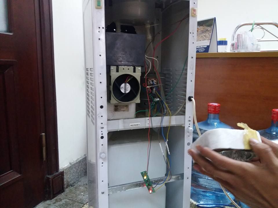 sửa chữa cây nước nóng lạnh