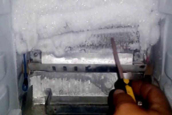 Tủ lạnh không đông đá? Nguyên ngân và cách khắc phục