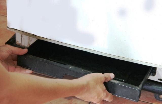 Nguyên nhân tủ lạnh bị chảy nước ra sàn